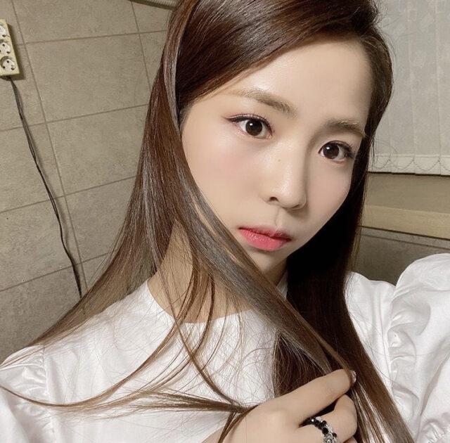 NiziU(ニジュー)マヤのポニーテールが可愛い!前髪や編み込みありの髪型もご紹介!