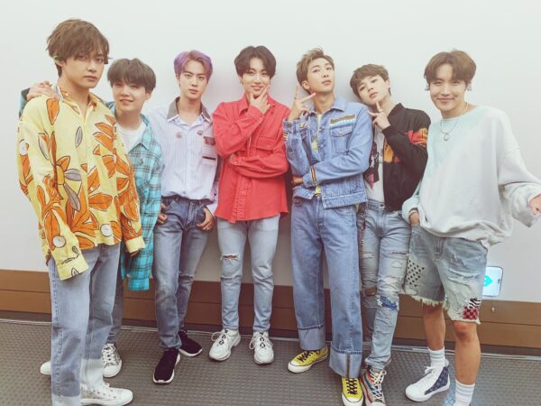 BTS(防弾少年団)V(テテ/ヴィ)のソロ曲人気ランキング!各曲の読み方もご紹介